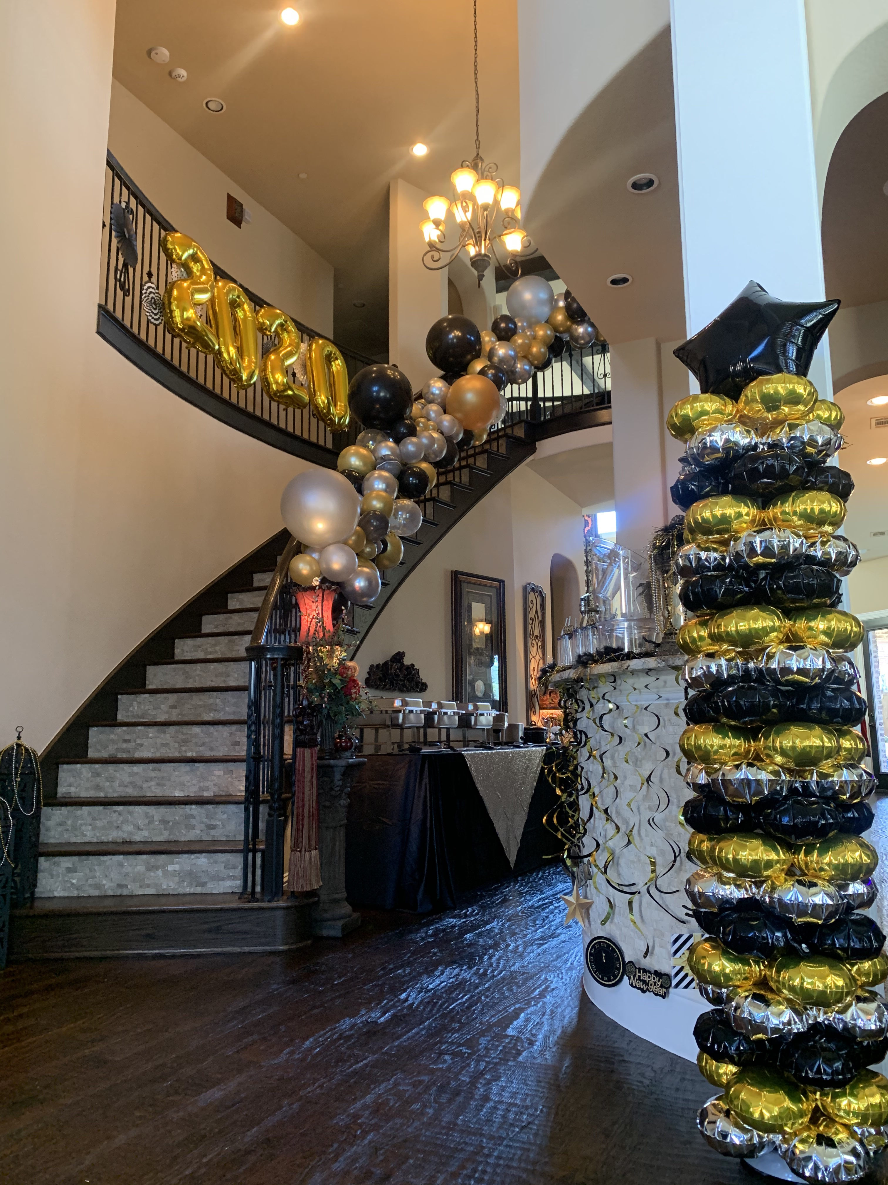 Frisco Balloon Ladies Close Out 2019 With A Couple Beautiful Balloon Creations For A Nye Party Frisco Balloon Ladies